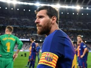 Con el maestro que lo hizo debutar en el FC Barcelona(FOTO)