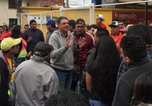 ¡Asediaron e insultaron al DT del Expreso en la calle! (VIDEO)