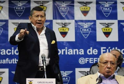 Carlos Villacís 8