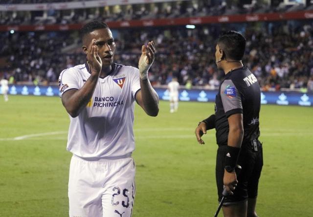 Antonio Valencia 32