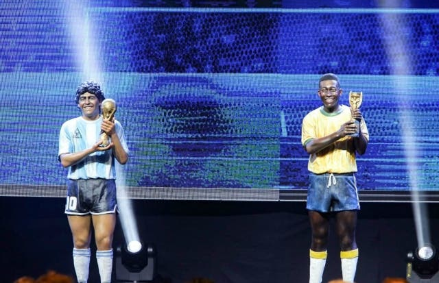 Estatua Maradona y Pelé