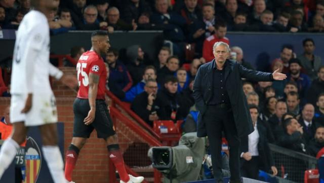 José Mourinho y Antonio Valencia 8