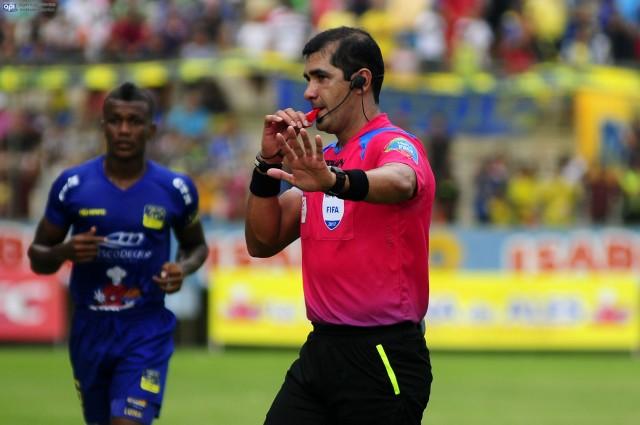 Arbitro Roddy Zambrano