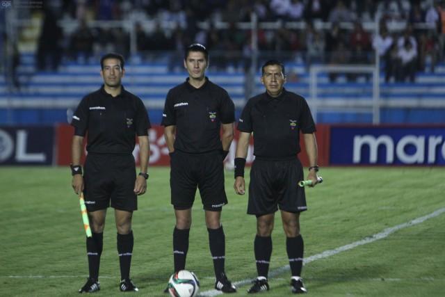 Arbitro Luis Quiroz
