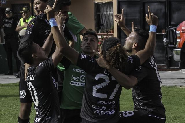 America Quito 9