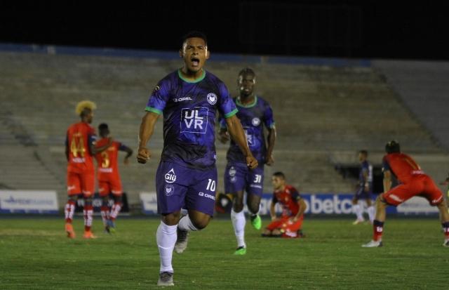 Hernan Lino 4