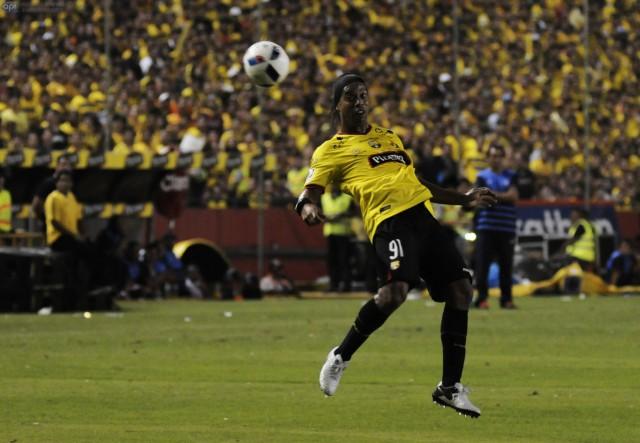 Ronaldinho BSC Noche Amarilla 5