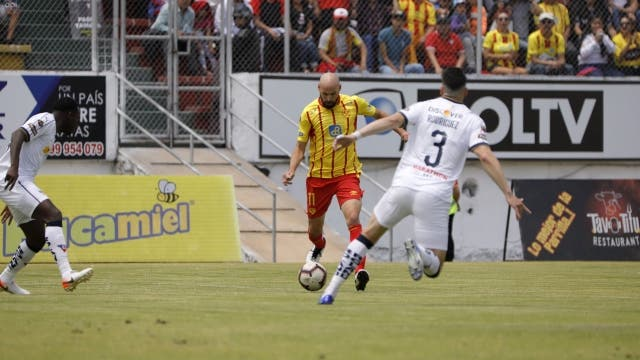 Juan Tevez 8