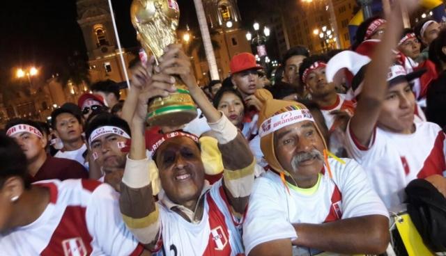 Hinchada Perú 3