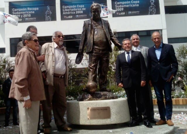 Estatua Rodrigo Paz