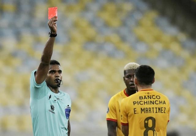 arbitro Alexis Herrera 2