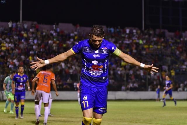Carlos Garces 8