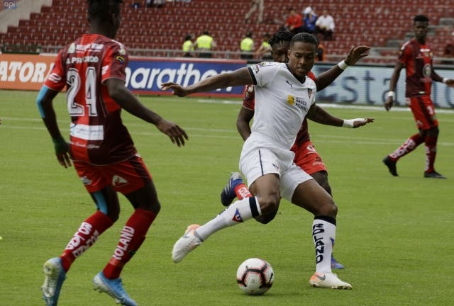 Antonio Valencia 17