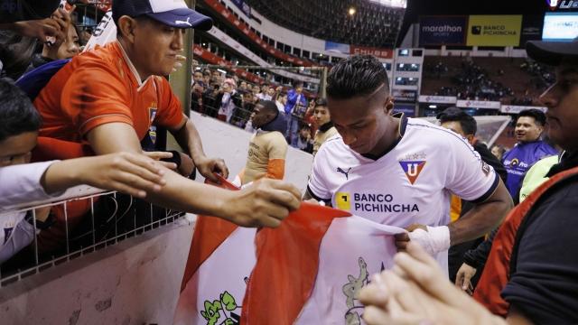 Antonio Valencia 33