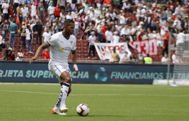 Antonio Valencia 15
