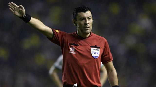 árbitro Roberto Tobar